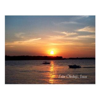 Puesta del sol en el lago Okoboji, Iowa Postal