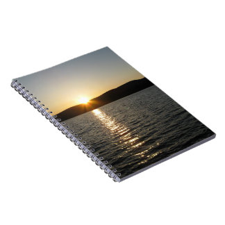 Puesta del sol en el lago Onota: Horizontal Spiral Notebooks