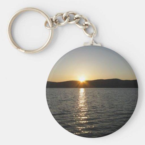 Puesta del sol en el lago Onota: Horizontal Llavero Redondo Tipo Chapa