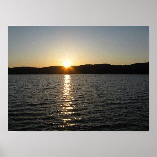 Puesta del sol en el lago Onota: Horizontal Póster