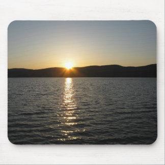 Puesta del sol en el lago Onota: Horizontal Alfombrillas De Ratón