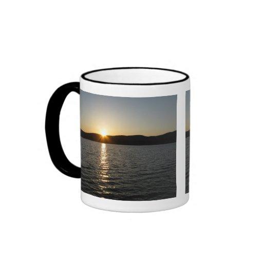 Puesta del sol en el lago Onota: Horizontal Tazas De Café
