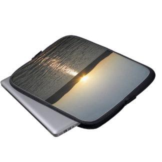 Puesta del sol en el lago Onota: Vertical Funda Computadora