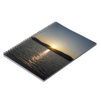 Puesta del sol en el lago Onota: Vertical Libreta