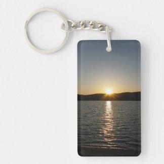 Puesta del sol en el lago Onota: Vertical Llavero Rectangular Acrílico A Doble Cara