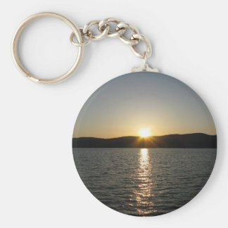 Puesta del sol en el lago Onota: Vertical Llavero Redondo Tipo Pin