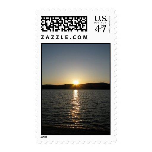 Puesta del sol en el lago Onota: Vertical - sello