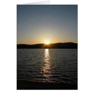 Puesta del sol en el lago Onota: Vertical Tarjeta De Felicitación