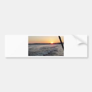 puesta del sol en el lago pegatina para auto