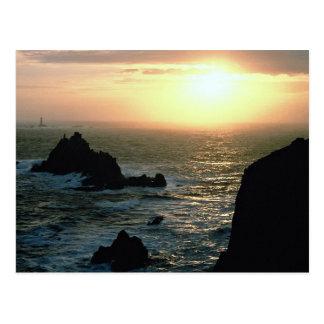 Puesta del sol en el Land's End en la Riviera de Postal