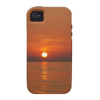 Puesta del sol en el mar Case-Mate iPhone 4 funda