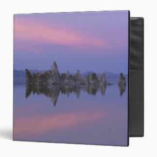 Puesta del sol en el mono lago, CA