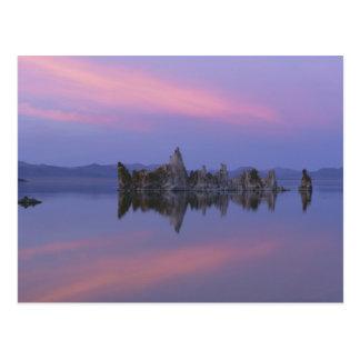 Puesta del sol en el mono lago, CA Postales