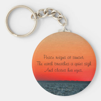 Puesta del sol en el océano llavero redondo tipo pin