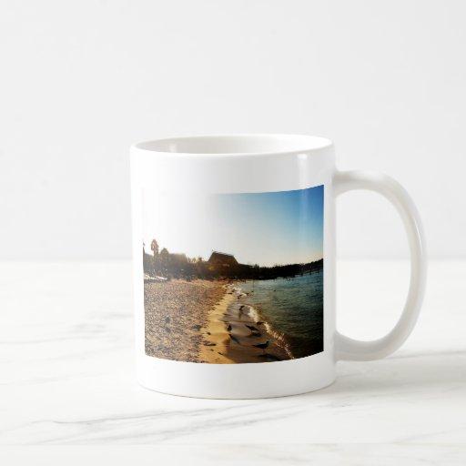 Puesta del sol en el polinesio taza