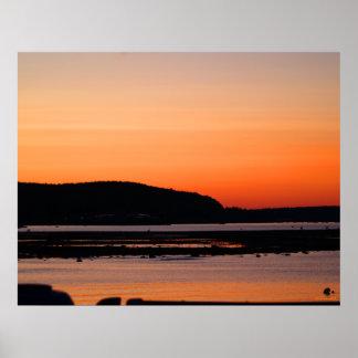 Puesta del sol en el poster del puerto de la barra