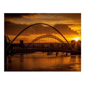 Puesta del sol en el río Tyne Postal