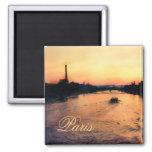 Puesta del sol en el Sena en imán de París, Franci