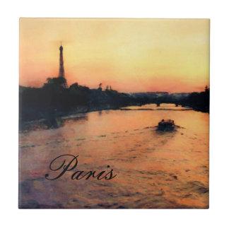 Puesta del sol en el Sena en teja de París, Franci