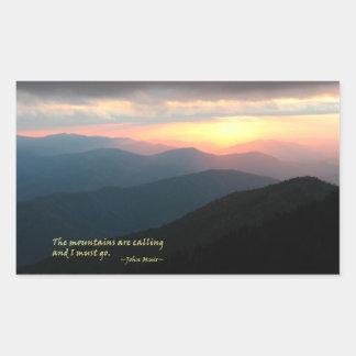 Puesta del sol en el Smokies: Mtns es llamada/Muir Pegatina Rectangular
