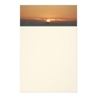 Puesta del sol en fotografía del paisaje marino de  papeleria de diseño