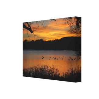 Puesta del sol en la impresión envuelta lago de la lienzo envuelto para galerias