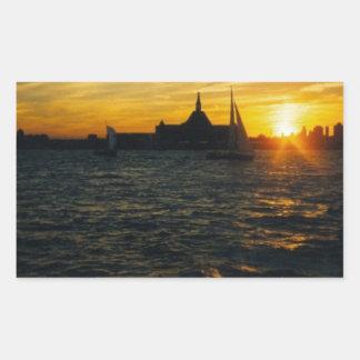 Puesta del sol en la isla de Ellis Pegatina Rectangular