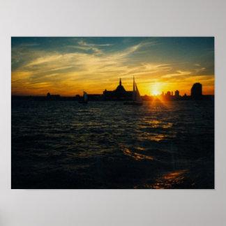Puesta del sol en la isla de Ellis Póster