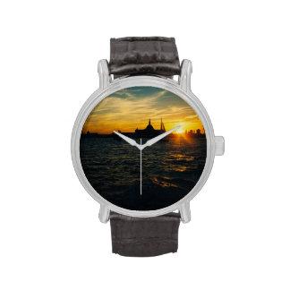 Puesta del sol en la isla de Ellis Relojes De Mano