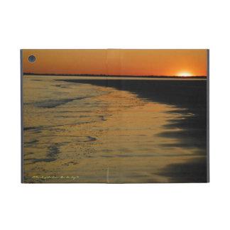 Puesta del sol en la isla de Sullivan, SC iPad Mini Protectores