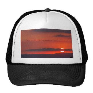 puesta del sol en la noche gorras