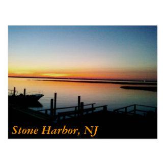 puesta del sol en la orilla, puerto de piedra, NJ Postales