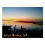 puesta del sol en la orilla, puerto de piedra, NJ Tarjeta Postal