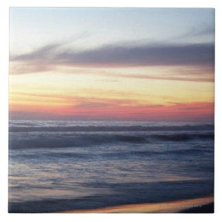 Puesta del sol en la playa teja