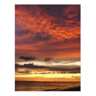 Puesta del sol en la playa de fuerte Myers Postal