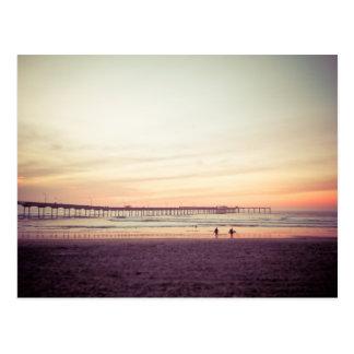 Puesta del sol en la playa del océano, California Postal