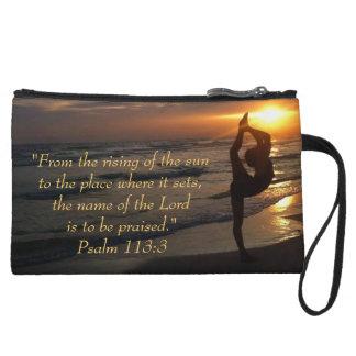Puesta del sol en la playa, escritura de la siluet