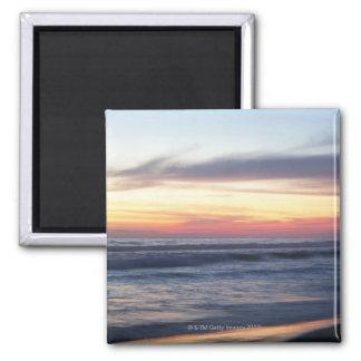 Puesta del sol en la playa iman de frigorífico