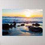 Puesta del sol en la playa poster