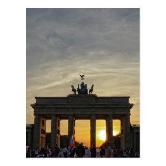 Puesta del sol en la puerta de Brandeburgo, Berlín Tarjeta Postal