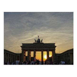 Puesta del sol en la puerta de Brandeburgo, Berlín Postal