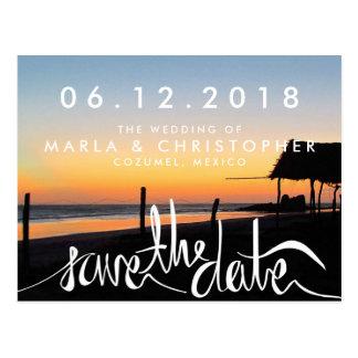 Puesta del sol en la reserva del boda de playa las postales