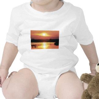 Puesta del sol en la reserva del nacional del trajes de bebé
