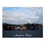 Puesta del sol en la tarjeta de París Postal