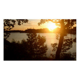 Puesta del sol en la tarjeta de visita del lago