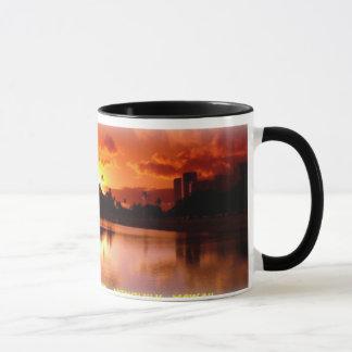 Puesta del sol en la taza de la playa de Moana del