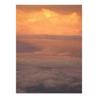 Puesta del sol en las nubes comunicados