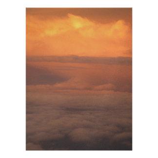 Puesta del sol en las nubes anuncio