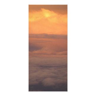 Puesta del sol en las nubes lona