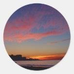 Puesta del sol en las orillas de La Jolla Pegatina Redonda
